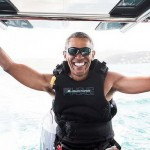Barack Obama bermain kitesurfing (Jack Brockway-virgin.com)