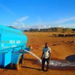 KISAH INSPIRATIF : Petani Kacang Ini Rutin Beri Minum ke Hewan Liar