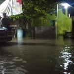Drainase Meluap, Jalan Desa Klodran Karanganyar Dilanda Banjir