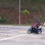 Pengguna sepeda motor diamankan setelah masuk ke jalan tol Bawen-Semarang, Minggu (19/2/2017). (Facebook.com-?Luthfi Hidayat Al Ambarowiyyi)