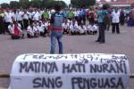 1.200 Sopir Taksi di Jogja Demo Tolak Taksi Online