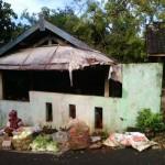 BENCANA GUNUNGKIDUL : Pohon Tumbang Rusak Los Pasar Legi