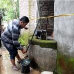 Dipercaya Sembuhkan Penyakit, Warga Berdatangan Ambil Air Sumur di Bendungan Sragen