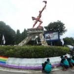 PENATAAN KOTA SOLO : Warna Pelangi Taman Patung Obor Manahan Terus Tuai Kritik