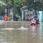 BANJIR SUKOHARJO : Warga Madegondo Mengungsi ke Pinggir Jalan