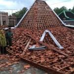 ANGIN KENCANG KARANGANYAR : Ketua DPRD Siap Tanggung Biaya Pengobatan 3 Pekerja Tertimpa Pendapa Ambruk