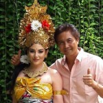 Putri Arab ini berpose dengan pakaian adat Bali. (Istimewa/Facebook)