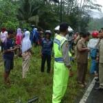 KECELAKAAN PACITAN : Jalan Licin karena Hujan, Minibus Masuk Jurang di Kebonagung