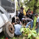 KECELAKAAN KARANGANYAR : Tim Puslabfor Cek Bangkai Minibus Terjun ke Jurang Gondosuli