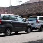 Dua mobil Toyota Avanza berpelat H yang ditumpangi tim Polda Jateng di halaman Mapolres Sragen, Rabu (8/3/2017). (Tri Rahayu/JIBI/Solopos)