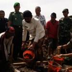 INFRASTRUKTUR SOLO : TNI dan Pemkot Bangun Jalan Kampung 260 Meter