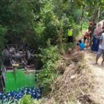 KECELAKAAN KARANGANYAR : Truk Pengangkut Galon Air Terperosok ke Sungai di Jumapolo