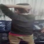 Seorang bocah dapat memutar lehernya 180 derajat (YouTube)