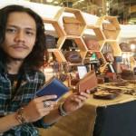EKONOMI KREATIF : Rintis Bisnis Dompet Kulit dari Hobi