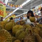 BISNIS RITEL SOLO : 5.000 Produk Turun Harga, Hypermart Diserbu Pelanggan