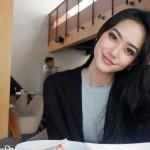 Pamer Paha Mulus, Pose Seksi Felicia Hwang Bikin Geregetan