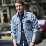 Ilustrasi gaya smart casual dengan jaket denim (Pinterest)