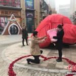 Lamaran unik dihadiahi batu meteorit (Chinanews)