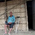 Mbah Kariyo Semito, 110, duduk di gubuk tempat tinggalnya di pinggir sawah Dukuh Semen RT 002, Desa Sribit, Kecamatan Sidoharjo, Sragen, Selasa (14/3/2017). (Tri Rahayu/JIBI/Solopos)