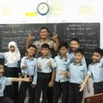 Polisi antar bocah mogok sekolah (Instagram)