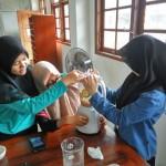 SIswa SMA Muhammadiyah PK Solo Bikin Sampo Herbal
