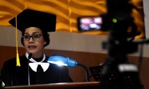 Menteri Keuangan Sri Mulyani Indrawati menyampaikan orasi ilmiah peringatan Dies Natalis Ke-52 Universitas Negeri Semarang (Unnes) di kampus Sekaran, Semarang, Jateng, Kamis (30/3/2017). (JIBI/Solopos/Antara/Aditya Pradana Putra)