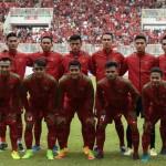 Timnas U-22 Indonesia melakukan sesi foto sebelum pertandingan persahabatan melawan Timnas Myanmar di Stadion Pakansari, Cibinong, Bogor, Jawa Barat, Selasa (21/3/2017). (ANTARA/Sigid Kurniawan)