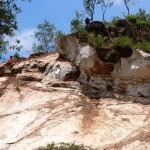 ANCAMAN DI GUNUNG BUTAK : Ratusan Personel Dikerahkan untuk Memecah Batu