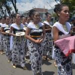 Sejumlah remaja perempuan berpakaian adat mengikuti kirab prosesi adat Boyong Grobog di sepanjang jalan utama di Kota Grobogan, Jateng, Kamis (2/3/2017). (JIBI/Solopos/Antara/Yusuf Nugroho)