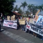 Warga Demo di UMY Tolak Kehadiran Ganjar Pranowo