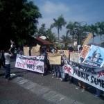POLEMIK PABRIK SEMEN : Aktivis Tolak Kedatangan Ganjar Pranowo di UMY