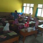 Siswa SD Mejing tengah belajar di ruang kelas baru yang masih belum sepenuhnya siap pakai, Kamis (23/3/2017). (Arief Junianto/JIBI/Harian Jogja)