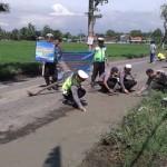 OPERASI SIMPATIK 2017 : Polisi Boyolali Tambal Jalan Berlubang di Banyudono
