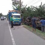 KECELAKAAN BOYOLALI : Truk Singkong Terguling di Penggung Setelah Diseruduk Truk