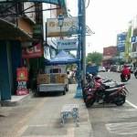 PENATAAN KOTA SOLO : PKL Serobot Jalur Pedestrian Koridor Gatot Subroto