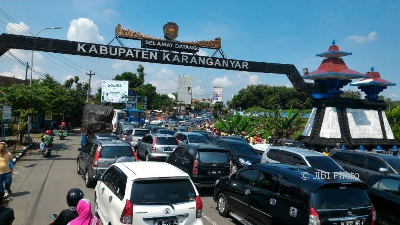 Kemacetan terjadi di perbatasan Colomadu, Karanganyar dan Boyolali, Minggu (30/4/2017) sejak pukul 10.00 WIB. (M. Ferri Setiawan/JIBI/Solopos)