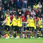 Para pemain Borussia Dortmund setelah kalah. (JIBI/Reuters/Michael Dalder)