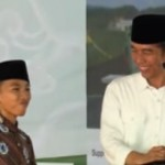 """Kocaknya Reaksi Jokowi Saat Ketemu """"Kembaran"""" di Pesantren Buntet"""