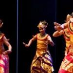 Foto Hari Tari Dunia : Unnes Gelar Kebinekaan Tari Nusantara