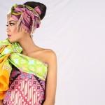 Ilustrasi pemakaian kain batik dengan teknik lilitan untuk tampil cantik dan menarik (Tosa Adi Wigana/JIBI/Solopos)
