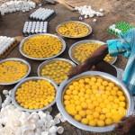 Pria Ini Masak 1000 Butir Telur untuk Dibagikan Gratis