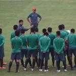 Para pemain Timnas Indonesia U-19 bersama pelatih Indra Sjafri (ANTARA FOTO/Indrianto Eko Suwarso)