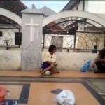 Bikin Prihatin! Anak di Semarang Ini Berjualan Koran