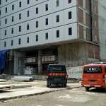 Lokasi pembangunan Harris & Pop! Hotel di Jl. Slamet Riyadi, Kampung Brengosan, Purwosari, Laweyan, Solo, Jumat (21/4/2017). (Muhammad Ismail/JIBI/Solopos)