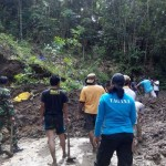 Longsor Ganggu Akses Jalan Wisata Religi Sendangsono