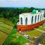 Masjid As Safinatun Najah di Jl. Kyai Padak, Kampung Padakan, Kelurahan Podorejo, Kecamatan Ngaliyan, Kota Semarang, Jateng. (Instagram-@masjid_kapal_hitss)