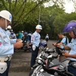 RAZIA LALU LINTAS : Kendaraan Personel AAU Diperiksa