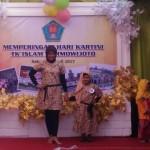 FOTO HARI KARTINI : TK Islam Darmowijoto Solo Adakan Fashion Show Batik