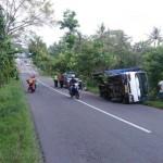 KECELAKAAN WONOGIRI : As Patah, Truk Terguling di Jalan Ngadirojo-Baturetno