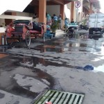 PASAR KLEWER : Saluran Air Meluber, Jalan Depan Pasar Tergenang